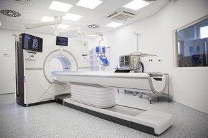 Nový CT prístroj najvyššej piatej kategórie počas slávnostného otvorenia CT pracoviska na Rádiologickom oddelení v Národnom onkologickom ústave (NOÚ) na Klenovej ulici v Bratislave.