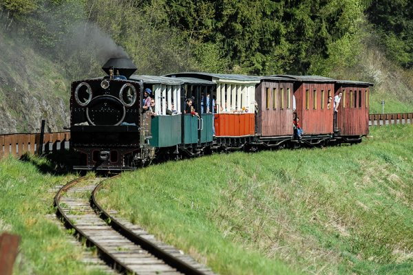 Čiernohronská železnička je jeho druhou veľkou láskou.