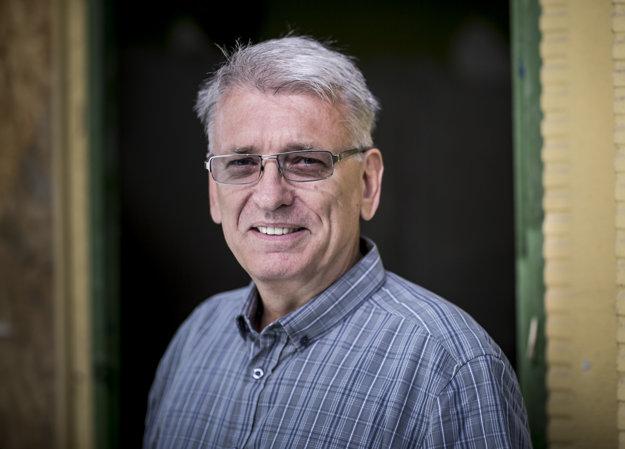 novinár a spisovateľ Peter Juščák