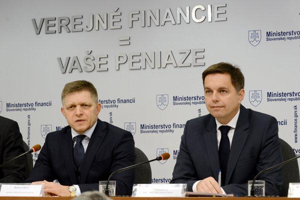 Premiér Robert Fico a podpredseda vlády a minister financií Peter Kažimír.
