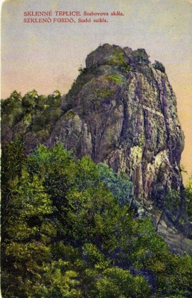 Cesta do kúpeľov vedie aj popri Szaboóvej skale.