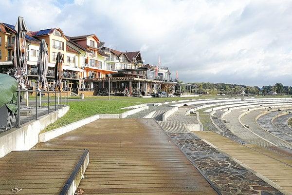 Na nábreží Oravskej priehrady pribudla stavba. Bez stavebného povolenia.