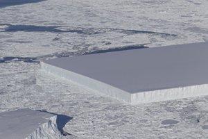 Hranatá kryha, ktorá sa odlomila zo šelfového ľadovca Larsen C.