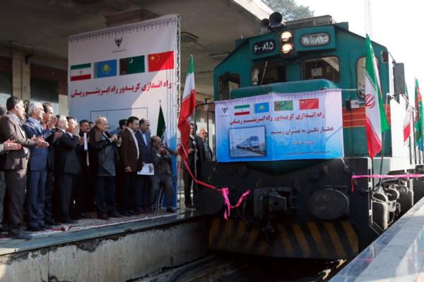 Čínsky vlak v Teheráne.