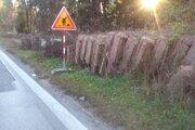 Práce na cyklochodníku medzi Solinkami a Vlčincami brzdia ťažké panely.
