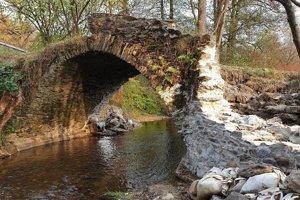 Historický kamenný most po druhej etape záchranných prác.