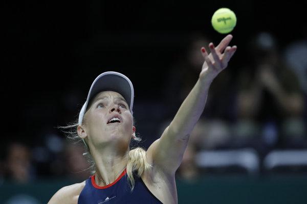Caroline Wozniacka v zápase proti Petre Kvitovej na turnaji v Singapure.