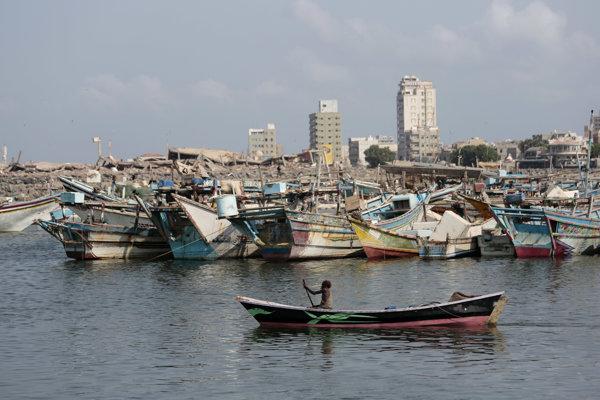 Hudajda na pobreží Červeného mora je dôležitým prístavom, kadiaľ prúdi do Jemenu humanitárna pomoc.