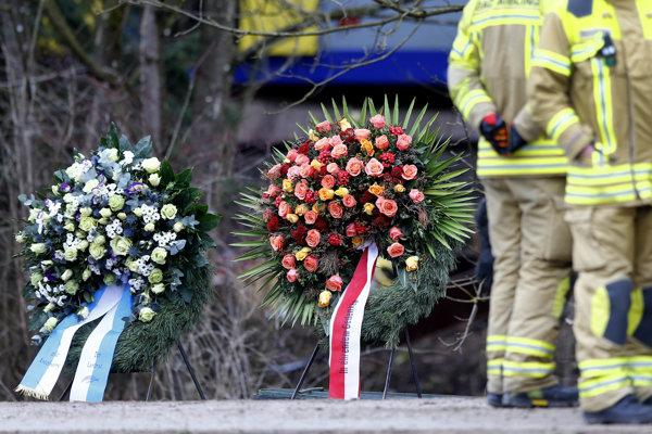 Zrážka vlakov si vyžiadala jedenásť obetí.