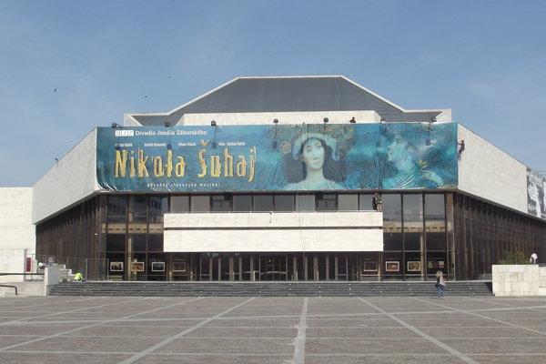 Svetovú premiéru inscenácie Jána Skálu V dobrom aj v zlom uvedie Divadlo Jonáša Záborského v Prešove.
