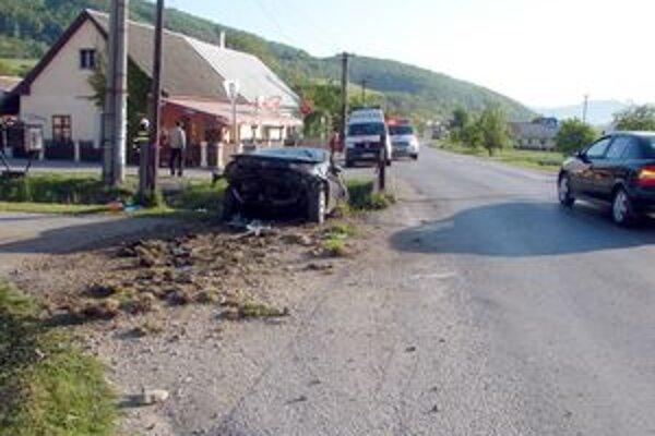 Pri nehode v Horenickej Hôrke auto skončilo v potoku.