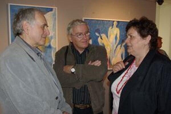 Ladislav Prítel  (vľavo) v rozhovore počas vernisáže.