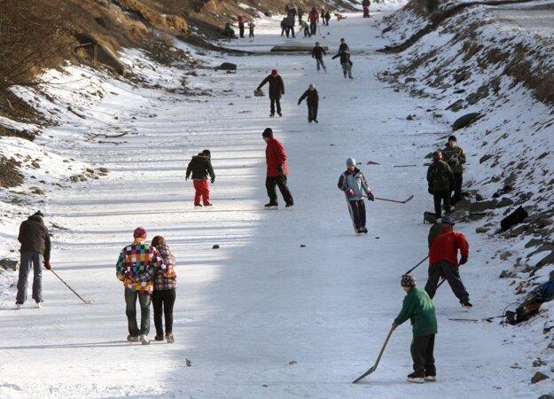 Korčuľovanie na starom ramene Hrona vo Zvolene, 14. 2. 2012