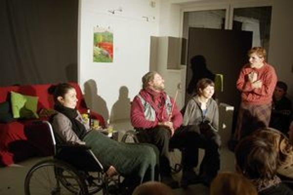 Z predstavenie divadla Napíšte si výpoveď pri ZUŠ I. W. Kráľa v Považskej Bystrici.