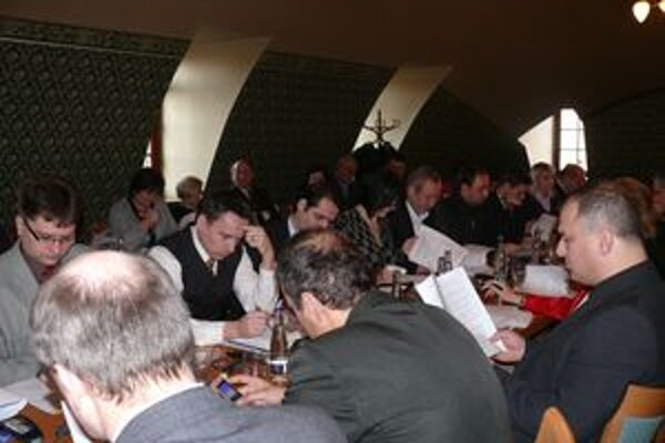 Zasadnutie púchovského zastupiteľstva.