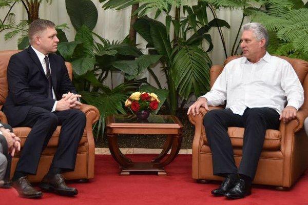 Pravým dôvodom návštevy Kuby šéfom Smeru a poslancom Robertom Ficom nebolo ani tak stretnutie s kubánskym prezidentom Miguelom Diazom-Canelom, ako zabezpečenie biznisu pre súkromné energetické firmy.