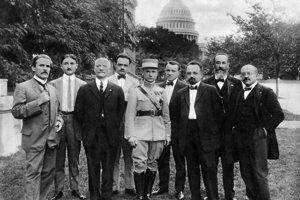 Milan Rastislav Štefánik s členmi krajanských organizácii v Amerike.