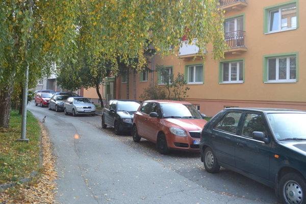 Parkovanie. Neustále sa pracuje na jeho rozširovaní.