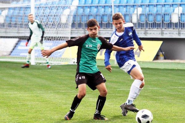 Obidva góly Nitranov strelil stopér Róbert Stareček (vpravo).