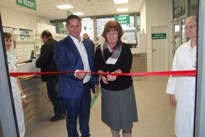 Lekáreň otvorili generálna riaditeľka Jarmila Mikušová a medicínsky riaditeľ Marián Bakoš.