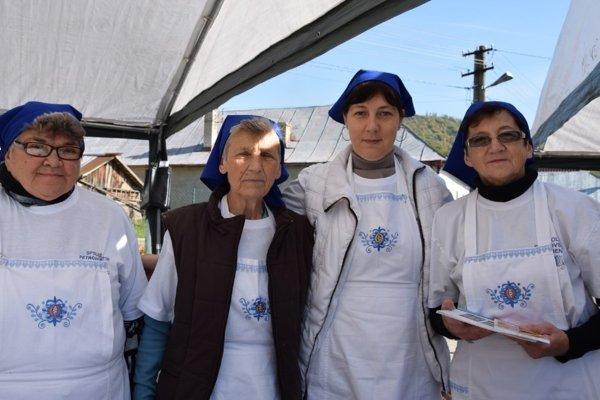 Členky Spolku Petrovských žien
