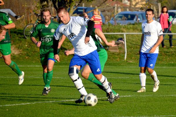 Ľuborča (v zelenom) strelila vo Veľkých Bierovciach/Opatovciach tri góly, ale na body jej to nestačilo.