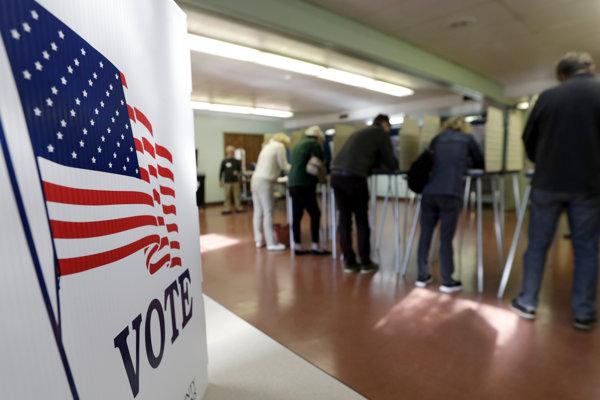 Ako prvé otvorili volebné miestnosti na východnom pobreží USA.
