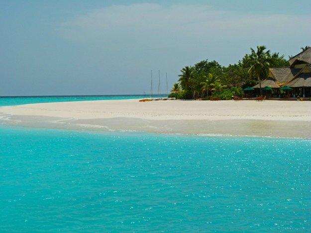 Maledivy tvorí tisícka ostrovov, obývaných je iba dvesto.