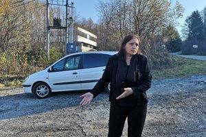 Na konci obce Zlatá Baňa bolo odparkované auto so zraneným kamionistom.