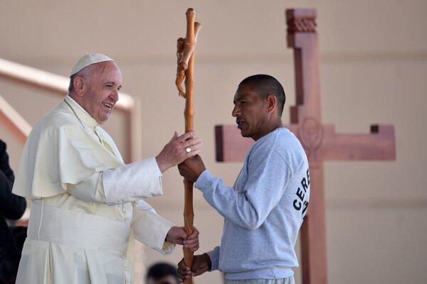 Pápež navštívil mexické väzenie.