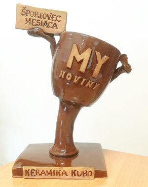 Tento krásny pohár vyhrá športovec mesiaca.