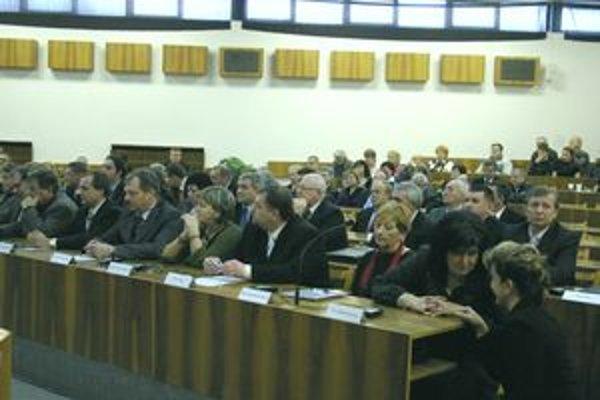 Považskobystrickí poslanci aj primátor si splnili oznamovaciu povinnosť včas.