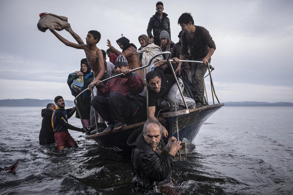 Migranti prichádzajú na ostrov Lesbos. (Prvá cena - všeobecné správy, príbehy). Sergey Ponomarev/World Press Photo