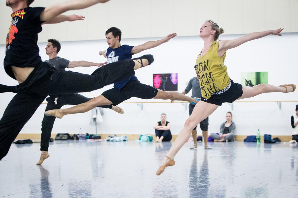 Študenti baletu vo Viedni zažívajú náročné časy.