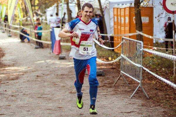 Michal Krajčík finišuje do cieľa pretekov.
