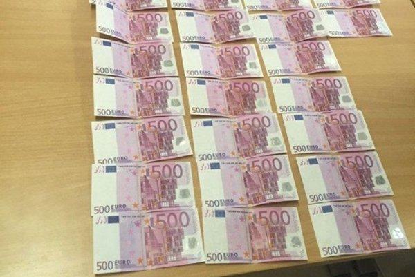 Falzifikáty 500-eurových bankoviek.