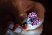 Diamant Pink Legacy počas predstavenia v Ženeve.