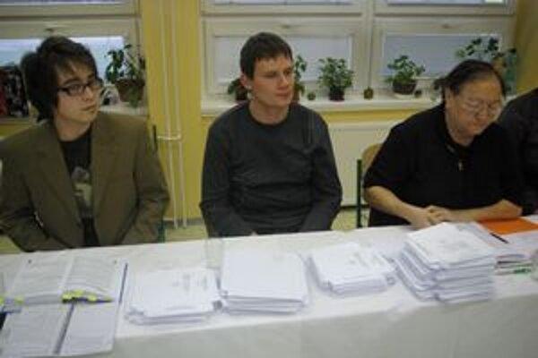 Juraj Staňo (v strede) bol v komisii novicom.