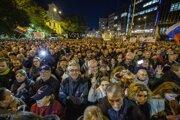 Zhromaždenie organizované iniciatívou Za slušné Slovensko 16. novembra 2018 na Námestí SNP v Bratislave.