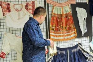 Stanislav Talapka patrí medzi vášnivých zberateľov krojov.
