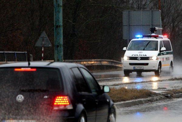 Policajti si na vodičov posvietia aj ďalší týždeň.