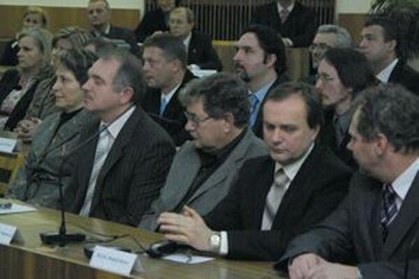 Poslanci schvaľovali aj plat nového primátora.