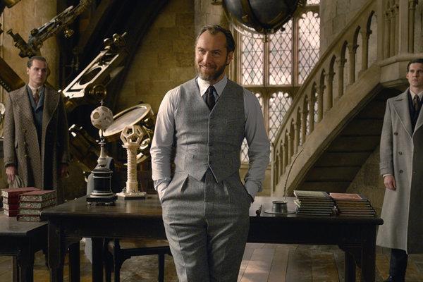 Jude Law ako Albus Dumbledore vo filme Fantastické zvery: Grindelwaldove zločiny