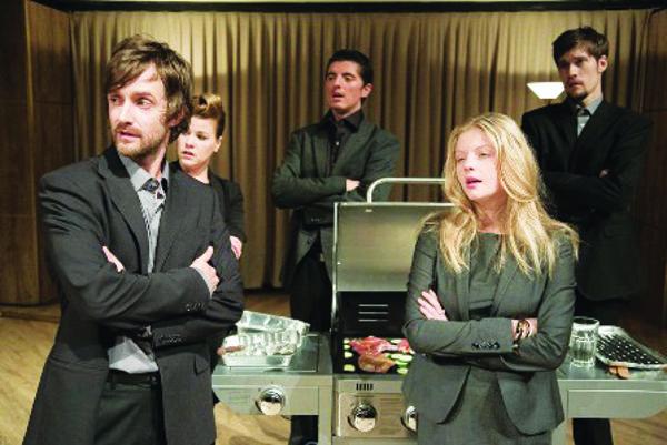 omáša Tureka (v strede) môžete vidieť vhre Hamlet je mŕtvy – Faust je hladný.