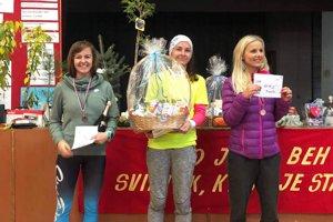 Najlepšie ženy do 39 rokov na 15 km. V strede Angelika Béberová.