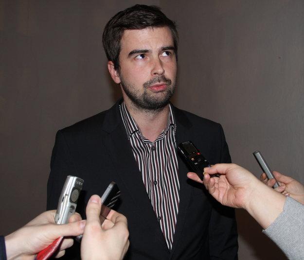 Martin Cimrák podal po rozhodnutí prokuratúry na Balážovú trestné oznámenie pre zneužitie právomoci verejného činiteľa a chystá na ňu aj žalobu.