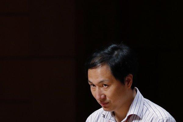 Čínsky vedec Che Ťien-kchuej.