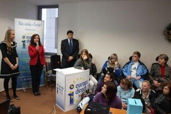 Podujatie otvorila Beáta Balková, ktorá pôsobí priamo v Bruseli v Dome slovenských regiónov.