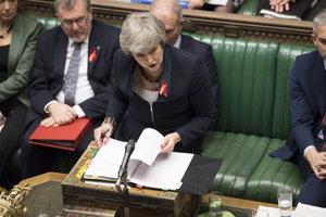 Theresa Mayová nemá istú podporu ani medzi vlastnými poslancami.