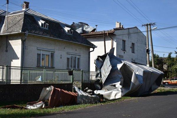 Tornádo napáchalo v Lekárovciach veľké škody. Obyvatelia čakajú na pomoc z Úradu vlády.